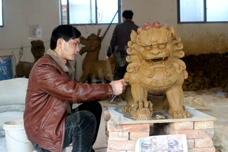 Pair of Life Size Chinese Foo Dog Guarding Lion Statue for Front Porch Factory Supply Clay Molds